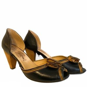 Fly girl heels size 40 black tan peep toe zipper